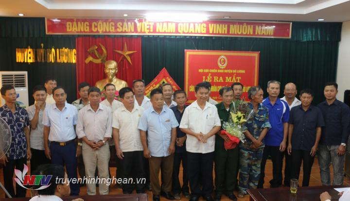 Thành viên câu lạc bộ ra mắt tại hội nghị.