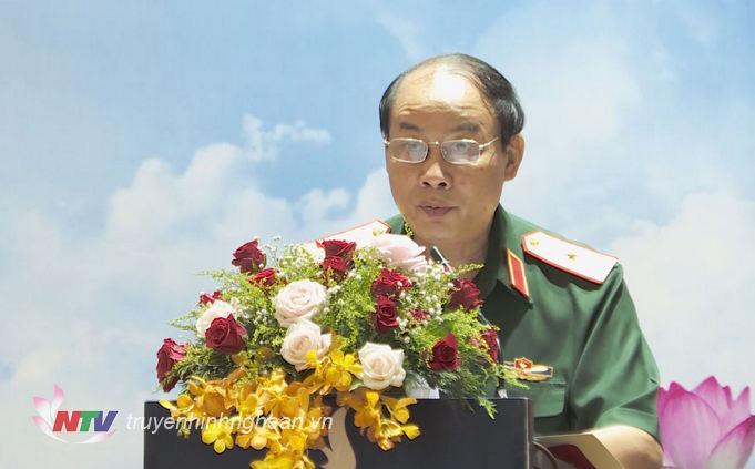 Thiếu tướng Trần Võ Dũng - Bí thư Đảng ủy, Chính ủy Quân khu 4, chủ trì hội nghị.