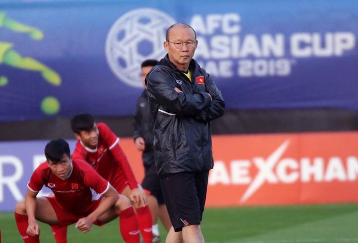 HLV Park Hang-seo trong buổi tập ngày 9/1, chuẩn bị cho trận đấu với Iran. Ảnh: VFF.