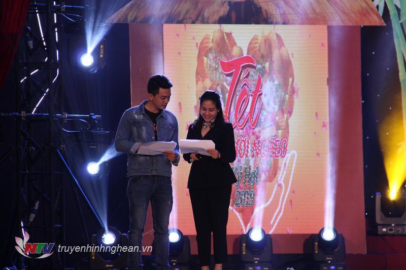   2 MC: Thu Hằng - Hồng Sơn đồng hành trong chương trình.  