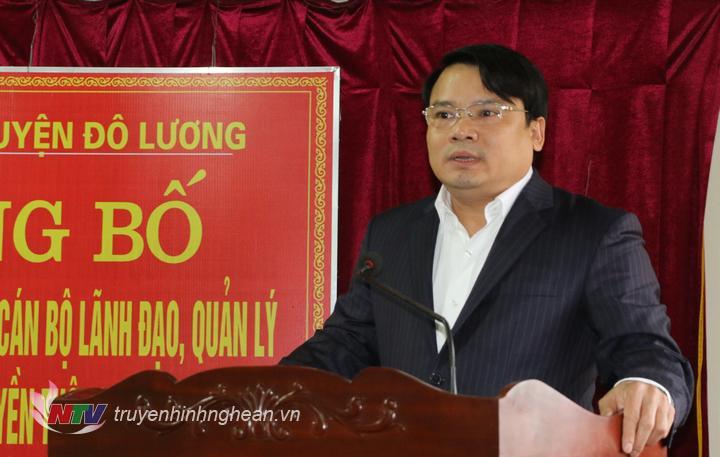 Phó Bí thư, Chủ tịch UBND huyện đã đã chúc mừng tập thể cán bộ công chức, viên chức Trung tâm Văn hóa, Thể thao và Truyền Thông huyện Đô Lương