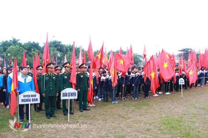 Các lực lượng tham gia lễ phát động.