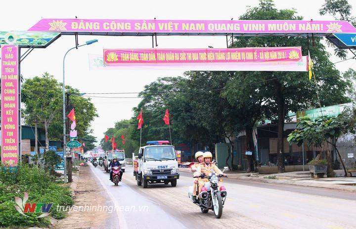 Diễu hành tuyên truyền an toàn giao thông trên các trục đường chính của huyện
