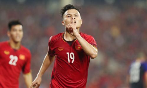 Nguyễn Quang Hải mừng bàn thắng vào lưới Philippines ở trận bán kết lượt về AFF Cup 2018. Ảnh: Đức Đồng