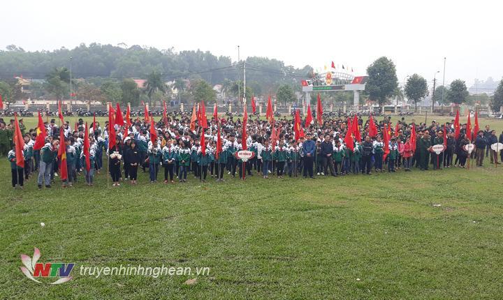 Đồng chí Lê Đinh Thanh – PCT UBND huyện Thanh Chương phát động lễ ra quân.