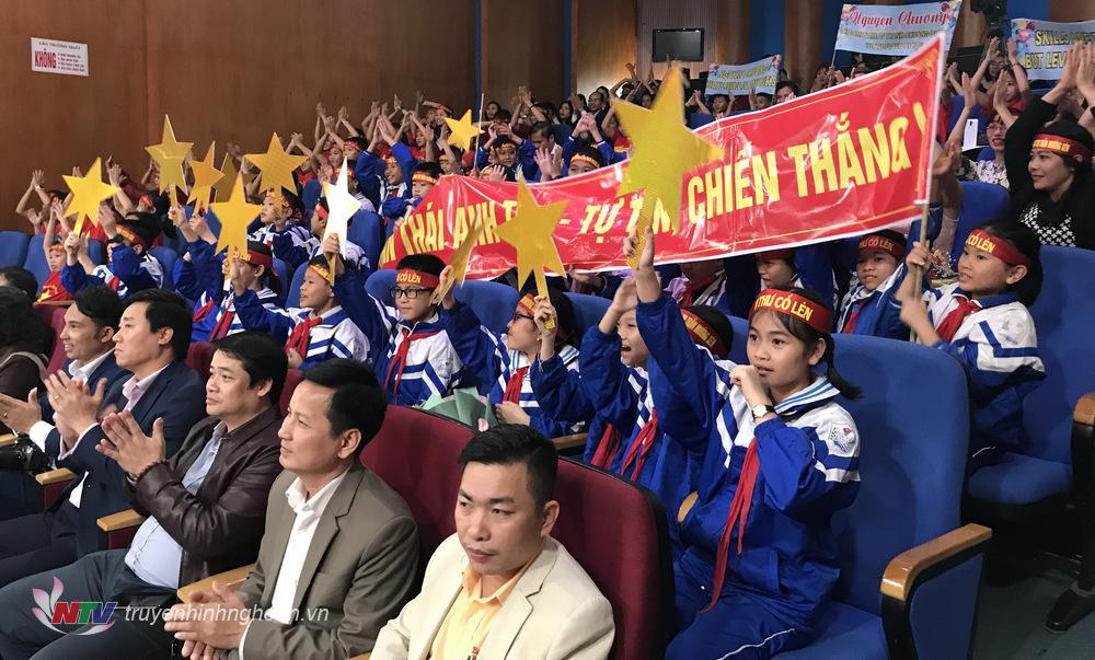 Khán giả cổ vũ nồng nhiệt cho các thí sinh