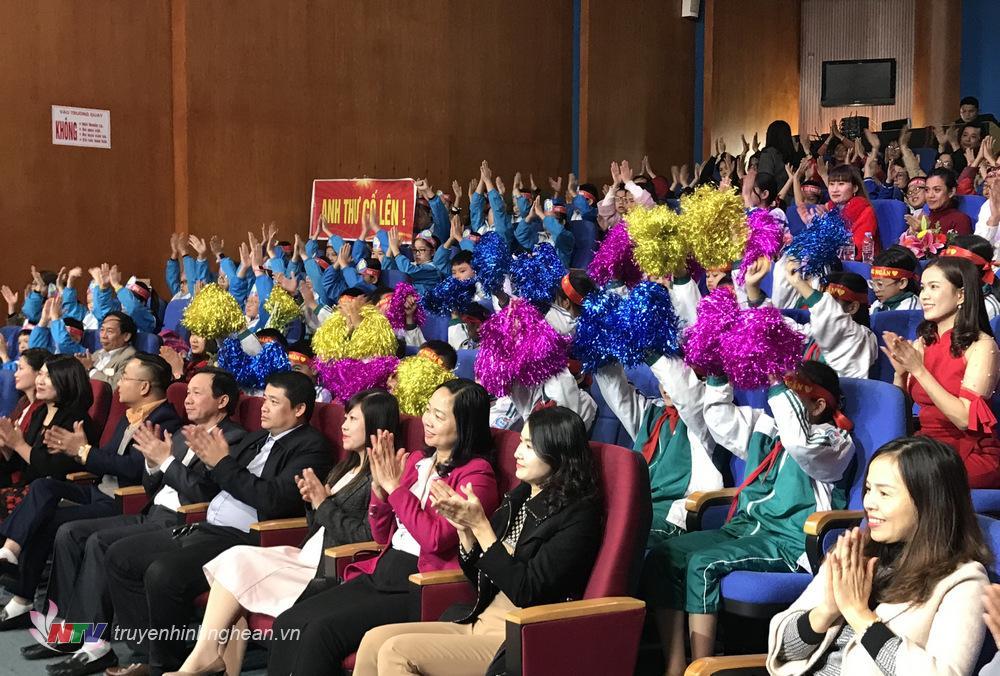 Khán giả vỡ òa khi thí sinh vòng thi tuần 1 quý II Trần Võ Hoàng Ngân xuất sắc dành điểm tuyệt đối cho phần thi SPEED