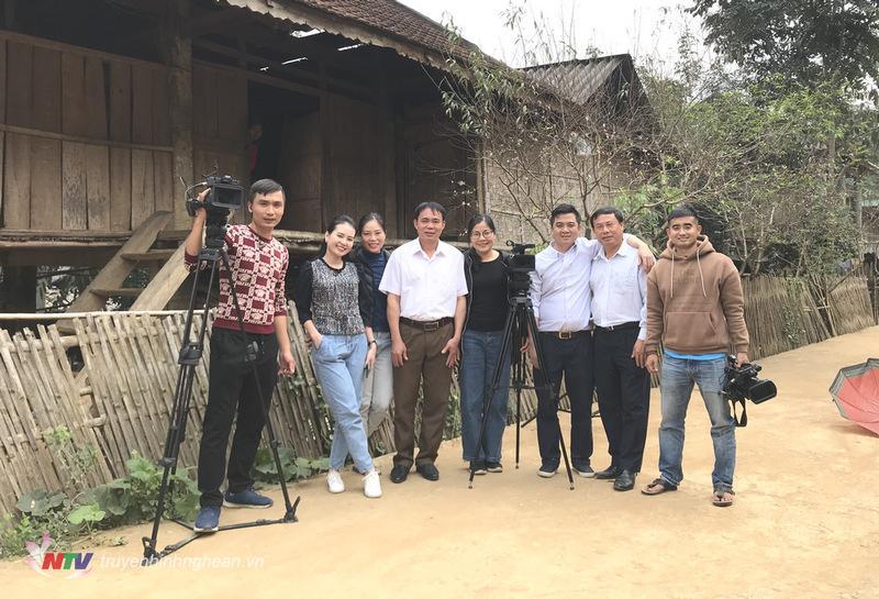 Ê kíp thực hiện chương trình Trò chuyện cuối tuần cùng bác sỹ của bản làng Lộc Đăng Sao