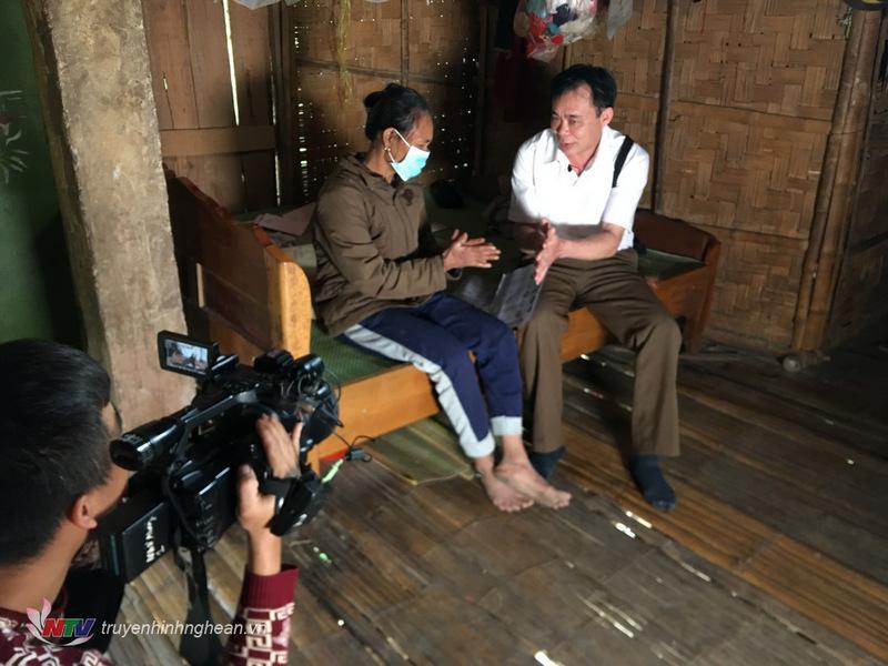 Bác sỹ Lộc Đăng Sao hướng dẫn bà con Đan Lai phòng chống dịch viêm đường hô hấp do Covid 19