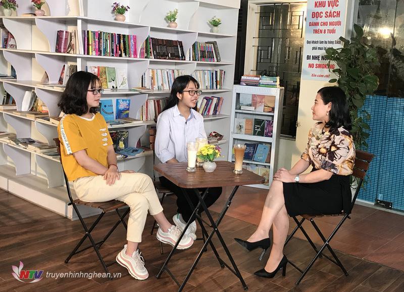 Quỳnh Châu mong sẽ là cô giáo dạy Toán trong tương lai. Còn Phương Hoa mong sẽ trở thành một nhân viên marketing.