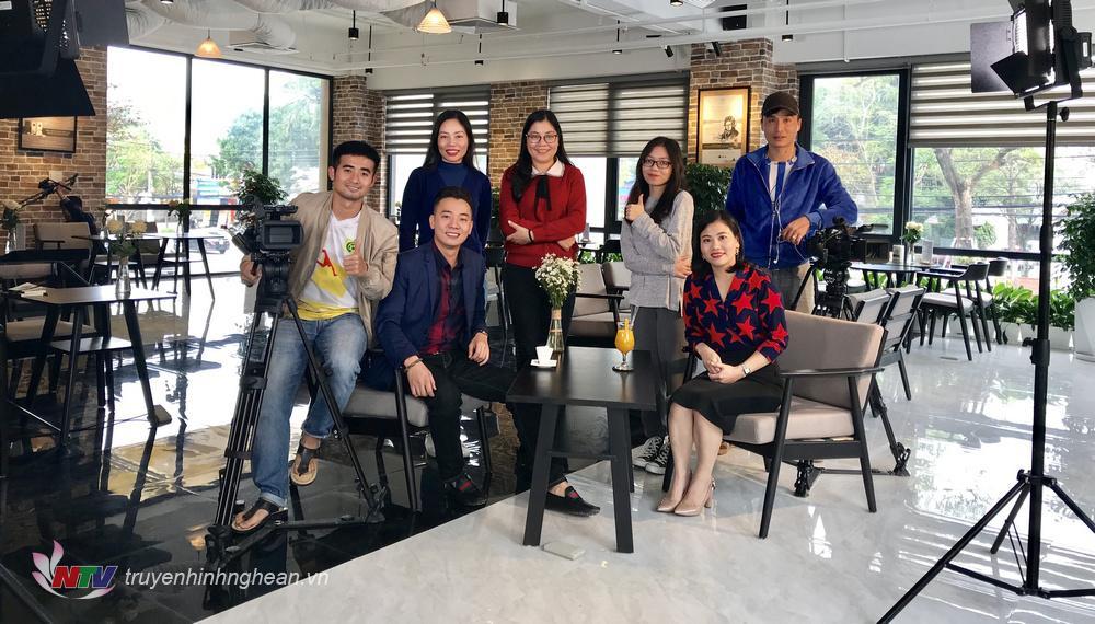 Ê kíp thực hiện chương trình Trò chuyện cuối tuần cùng nhân vật - Diễn viên Việt Bắc