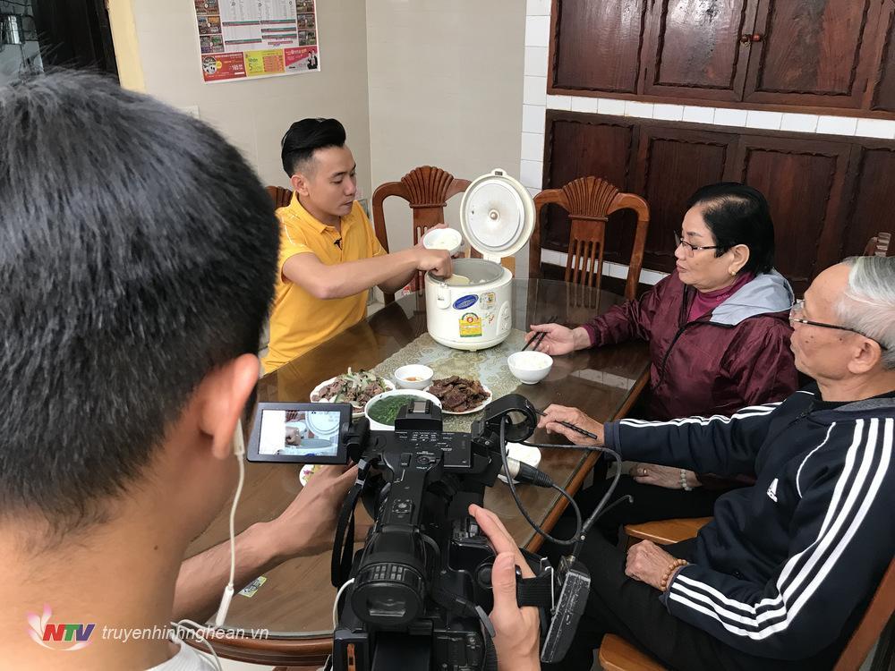 Việt Bắc bên Ba Mẹ tại ngôi nhà ở ngõ 79 đường Tôn Thất Tùng - TP Vinh - Nghệ An