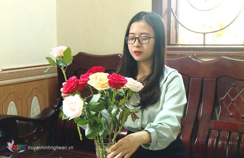 Hải Yến yêu hoa hồng