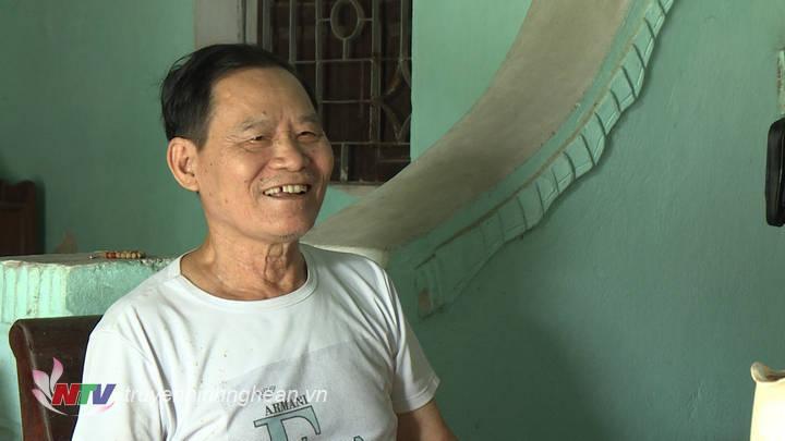 Ông Đỗ Văn Việt - Nhân viên lái canô Phà Bến Thủy giai đoạn 1968 – 1978, không đếm nổi bao nhiêu một mình lái ca nô bằng chân băng qua sông Lam để nhử bom từ trường.