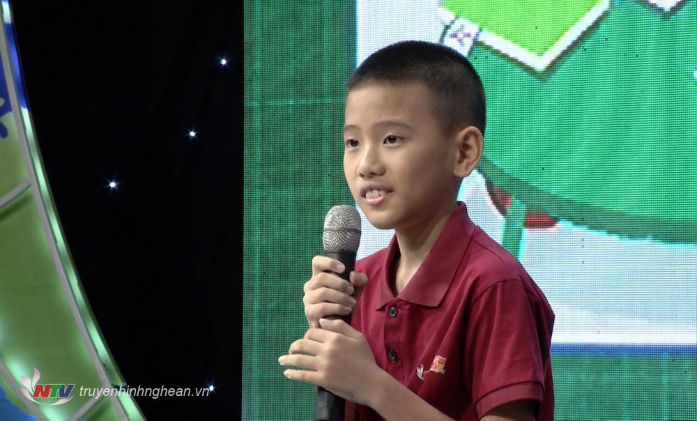 """Thí sinh Nguyễn Tài Định xuất sắc với phần thi SPEED có chủ đề """"Giúp đỡ bạn"""""""