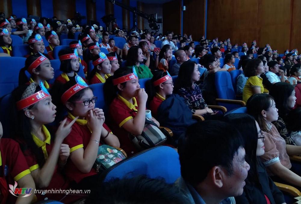 Khán giả cũng căng thẳng với các phần thi của các thí sinh